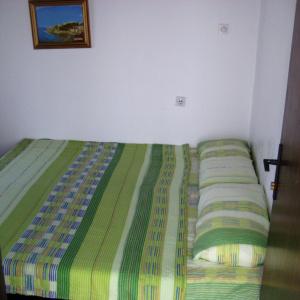 2 krevet sprat 1